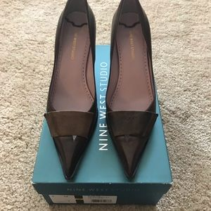 Brown leather pumps in 6.5